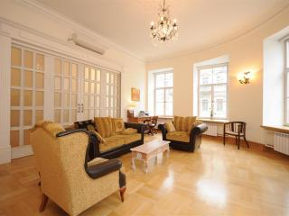 Top End 2 Bedroom Apartment Central St. Petersburg - North-West Russia vacation rentals