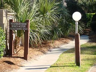 2 bedroom 2 1/2 bath beach oriented condo - South Carolina Island Area vacation rentals
