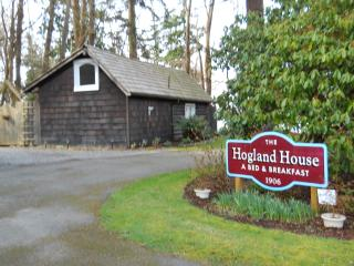 Secluded cottage in woods with hot tub in Mukilteo - Seattle Metro Area vacation rentals