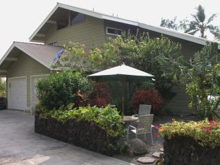~>Summer SALE Beautiful 4 Bdrm Home, Right In Town - Kailua-Kona vacation rentals