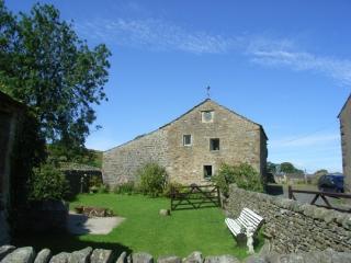 THE OLD GRANARY COTTAGE, Bolton by Bowland, Lancashire - North West England vacation rentals
