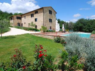 5-bedroom Tuscan Villa w/pool near Siena+Florence - Pievescola vacation rentals