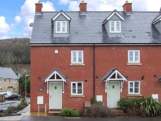 12 LIBRARY TERRACE, family friendly, country holiday cottage, with a garden in Dursley, Ref 12805 - Dursley vacation rentals