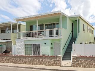 Great 3 Bedroom Lower Duplex that's Just 4 Houses From Ocean! (68286) - Newport Beach vacation rentals