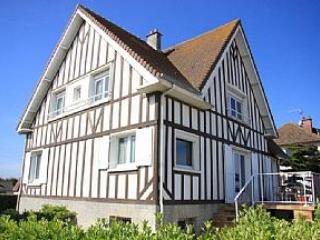 Beachfront Villa. Courseulles-sur-Mer, Normandy,FR - Maisons vacation rentals