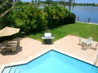 Lake House Very Private Endless Water Views 5/3 Sleeps 16 Heated near Beach - Hollywood vacation rentals