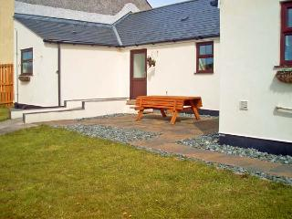 TY'N CAE COTTAGE, pet friendly, country holiday cottage, with a garden in Llangefni, Ref 13502 - Llangefni vacation rentals