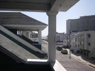 Beach Block 4 Bdrm Upper BCottage with Ocean Views - Ventnor City vacation rentals