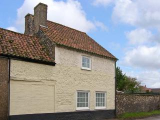 VIOLET COTTAGE, family friendly, country holiday cottage, with a garden in Feltwell, Ref 12708 - East Harling vacation rentals