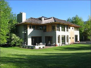 Stunning & Stylish Golf Course Home - Guest Access to Elkhorn Member Center (1164) - Sun Valley / Ketchum vacation rentals