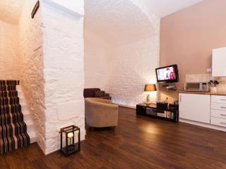 Victoria Terrace Apartment, Royal Mile - Edinburgh vacation rentals