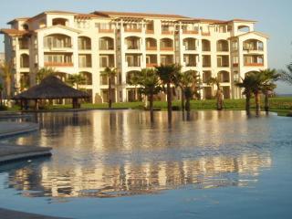Ground Floor Beachfront Luxury Condo. Golf Resort. - La Paz vacation rentals