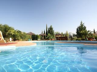 Algarve at its finest: 2 bedroom condo (free wifi) - Alcantarilha vacation rentals