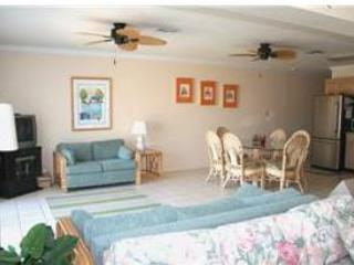 Large living room and dining area. - Keys Salt Life, easy access to Vaca Cut, # 56 - Key Colony Beach - rentals