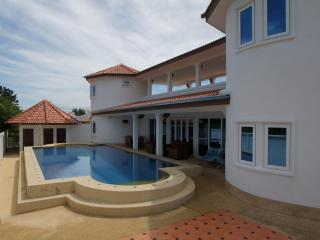 Sa'Wan Villa - Luxury 4 Bedroom Self Catering Villa - Hua Hin - Prachuap Khiri Khan Province vacation rentals