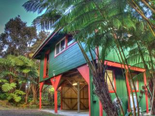 $105/nt! - Hale Hubner, Cozy Cottage, Next to Park - Volcano vacation rentals