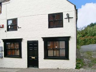CATHEDRAL WAY, character holiday cottage, WiFi, with a garden, in central Ripon, Ref 13899 - Lofthouse vacation rentals