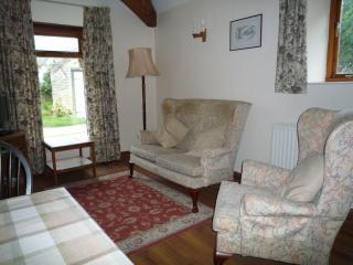 Tupenny Cottage Sleeps 3 - Cirencester vacation rentals