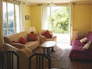 Large bright apartment - beside park - Perpignan vacation rentals