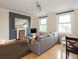 SPECIAL OFFER!!! Trendy 2 Bedroom Duplex Angel Apt - London vacation rentals