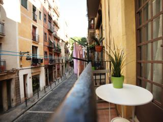 Be Barcelona - Borne - nice balcony, up to 6! - Barcelona vacation rentals