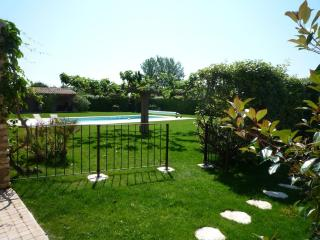Au Cèdre de Saint Rémy charming Rental 2 Bedrooms - Saint-Remy-de-Provence vacation rentals