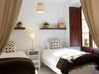 Quirós 2A | Modern 2 bedroom 2 bath in the centre - Seville vacation rentals
