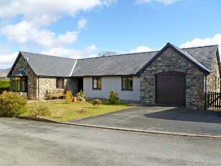Y GILFACH, detached bungalow, in National Park in village of Gellilydan Ref 13587 - Gwynedd- Snowdonia vacation rentals