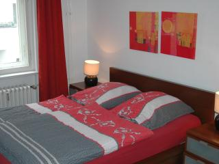Quiet and Central apartment for 5 , Kurfurstendam - Berlin vacation rentals