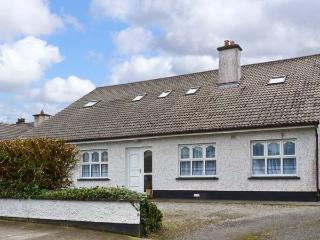 KILTARTAN HOUSE, ground floor apartment, sleeping five people, two en-suite bedrooms, with shared garden, in Ballina, Ref 11677 - County Mayo vacation rentals
