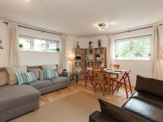 Trendy Apartment close to Tower of London w/WIFI - London vacation rentals