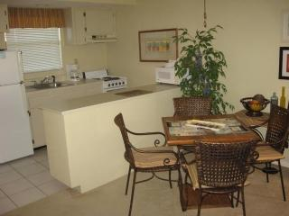 Dinning - Anglers Cove G304 - Marco Island - rentals