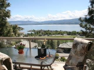A Lakeview Heights B&B: winery tour route luxury! - Kelowna vacation rentals
