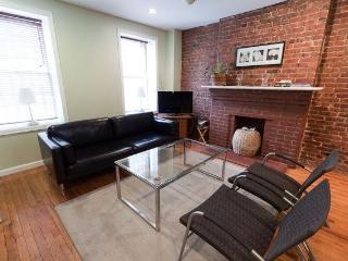 Cozy Garden Apt in W'burg Brooklyn 5 Min Manhttan - Brooklyn vacation rentals