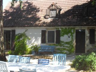 Farmhouse for 8 with pool in Dordogne valley - Cazillac vacation rentals
