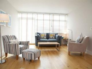 Contemporary Chelsea 2 bedroom short term let - London vacation rentals