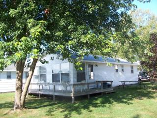 Comfortable Newly Remodeled Lakefront Cottage - Onekama vacation rentals
