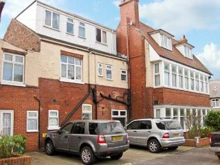 SOUTH BAY, semi-detached property, many en-suites, playroom, electric fire, two minute walk to the beach, in Bridlington, Ref 14 - East Riding of Yorkshire vacation rentals