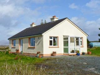 ROUNDSTONE BAY VIEW, family friendly, with a garden in Roundstone, County Galway, Ref 14942 - Connemara vacation rentals