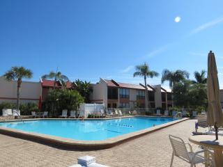 Runawaybay Condo 2BR/2BA,Heated Pool,Tennis court - Bradenton Beach vacation rentals