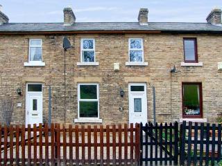 FOOTWAY COTTAGE, pet-friendly cottage with a garden in Stanhope, Ref 14840 - Durham vacation rentals