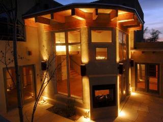 The Artists Retreat - 3BR/3.5BA High Style - WiFi - Santa Fe vacation rentals
