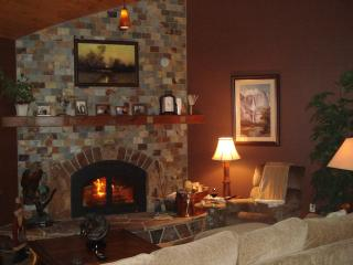 Yosemite / Bass Lake Romantic Bed and Kitchen - Yosemite National Park vacation rentals