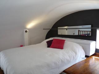 Cozy Walls Studio Apartment in Pisa, Close to the Tower - Pisa vacation rentals