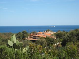 Villetta Aurora - Cozy property with private garden and sea view - Chia vacation rentals
