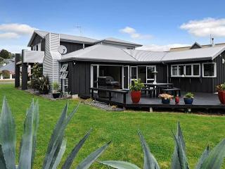Zodiac Bay Lake Retreat, Rotorua, New Zealand - Mourea vacation rentals