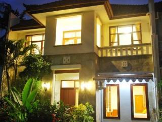 KUTA - 4 or 5 Bed Villa (o)  Spacious ruma - Kuta vacation rentals