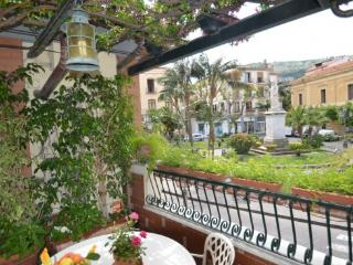 APPARTAMENTO ELISA A - SORRENTO CENTRE - Sorrento - Campania vacation rentals