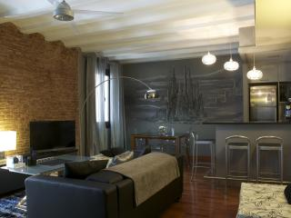 Luxurious 90m2 apartment in trendy Borne area - Barcelona vacation rentals