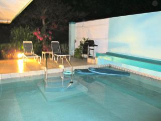 Private Pool Beach Cottage. Bus route AUG 1-8 $125 - Red Hook vacation rentals